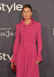 Ellen Pompeo went for a striking color contrast with this red box clutch and fuchsia dress combo at the 2017 InStyle Awards.