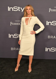 Faith Hill went for an ivory Tom Ford midi dress with a cleavage-baring neckline at the 2017 InStyle Awards.