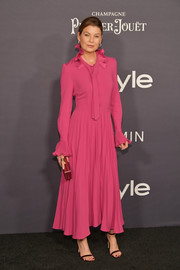 Ellen Pompeo cut a feminine figure in a fuchsia Co dress with a ruffle collar and cuffs at the 2017 InStyle Awards.