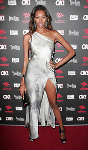 Jessica White gave her silver asymmetrical gown an exotic edge with a pair of black patent peep-toes with tie-front straps.