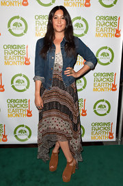 Vanessa Carlton wore a comfy pair of tan suede wedges with ankle straps while attending the 3rd Annual Origins Rocks Earth Month event.