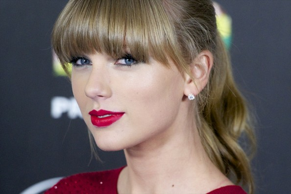 More Pics of Taylor Swift Ponytail (3 of 12) - Hair Lookbook - StyleBistro