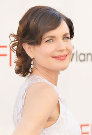Elizabeth McGovern went for some retro elegance at the AFI Life Achievement Awards with this finger-wave hairstyle.