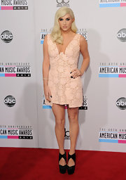 Ke$ha wore one of her most conventional red carpet looks ever at the 2012 American Music Awards! Isn't she simply dreamy in this lacy peach dress?
