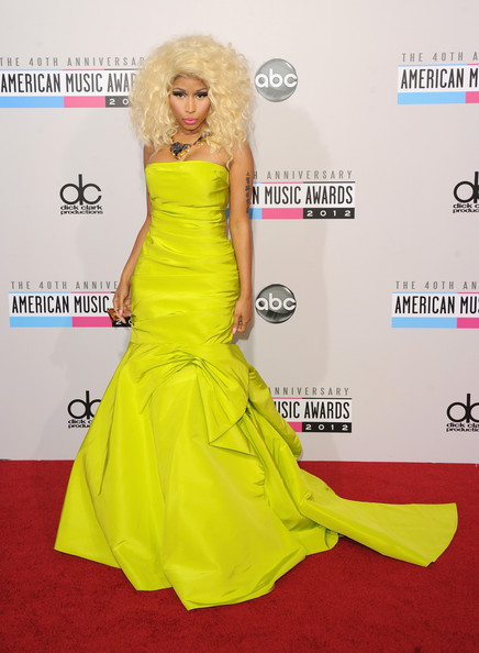 More Pics of Nicki Minaj Medium Curls (1 of 27) - Medium Curls Lookbook - StyleBistro