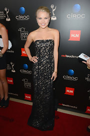 Kelli Goss wore a pretty lace strapless dress with a fitted column-style bodice.
