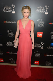 Linsey opted for a soft pink V-neck flowing gown for the Daytime Emmy Awards.