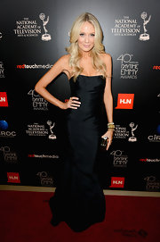 Melissa opted for a classic silhouette on the red carpet when she donned this strapless fitted gown.