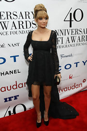Nicole Richie arrived at the 40th Annual FiFi Awards wearing an embellished gown featuring a lengthy train.