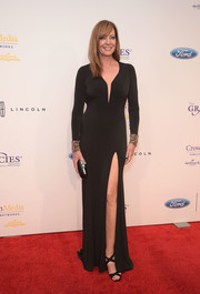 Allison Janney vamped it up in a body-con black Jovani gown with a thigh-flaunting slit at the Gracie Awards.