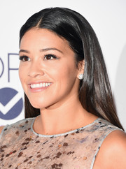 Gina Rodriguez opted for a sleek center-parted hairstyle when she attended the People's Choice Awards.