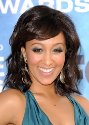 Tamera Mowry added a shimmering touch to her look with sparkling metallic green shadow.