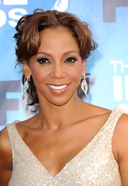 Holly Robinson Peete looked way to glamorous at the NAACP Awards sporting diamond drop earrings.