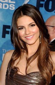 Victoria Justice paired her long brunette locks with a dash of pink lipstick.