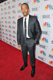 Anthony Mackie was quite the dapper gentleman at the Image Awards in this tailored suit with a slight sheen.
