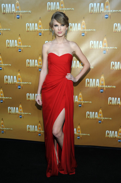 Red Monique Lhuillier at the 2010 CMA Awards