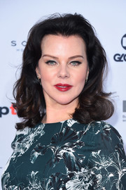 Debi Mazar channeled the '40s with this shoulder-length curly 'do at the International Emmy Awards.