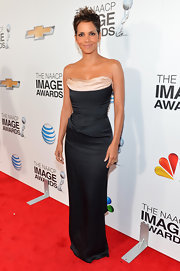 Halle looked phenomenal, as always, in this black bustier gown for the NAACP Image Awards.