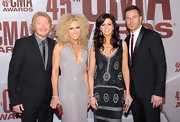 Little Big Town's Phillip Sweet wore a 10.5mm royal cord square ring in silver and gold.