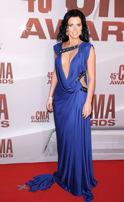 Wowza! Shawna Thompson sure isn't afraid to show some skin. The brunette beauty stepped onto the red carpet in a draped knit violet gown with a deep plunge and sparkling accents.