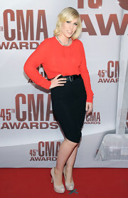 Natasha Bedingfield accessorized her look with nude platform pumps.