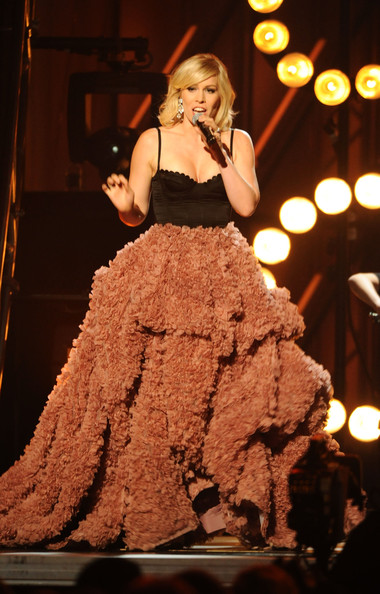More Pics of Natasha Bedingfield Long Skirt (1 of 5) - Natasha Bedingfield Lookbook - StyleBistro