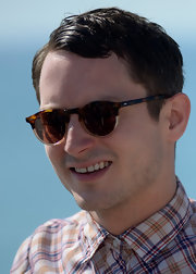 Elijah Wood wore a pair of classic sunnies at the Sitges Film Fest.