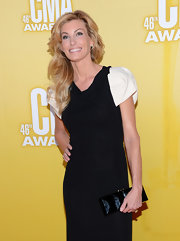 Faith kept it simple but elegant on the CMA Awards red carpet—both in gown choice and in coordinating accessories.