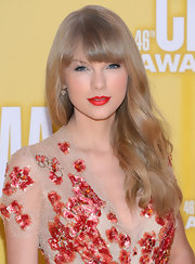Taylor's red lips went beautifully with her lovely beaded gown.
