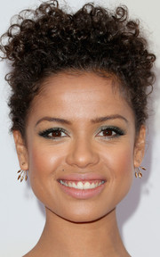 For her eyes, Gugu Mbatha-Raw chose a delightful shimmery green shade.