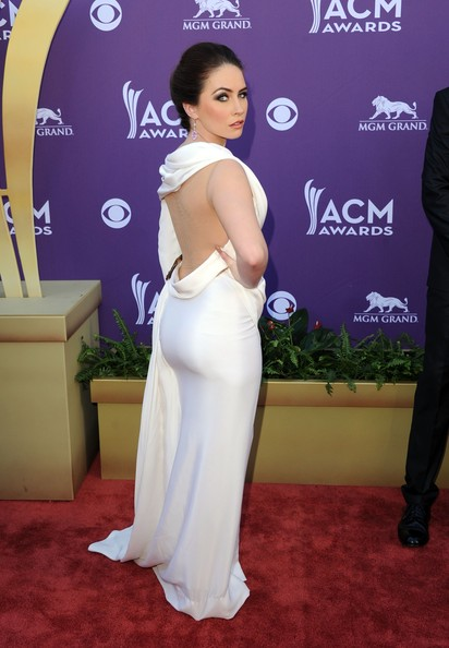 http://www2.pictures.stylebistro.com/gi/47th+Annual+Academy+Country+Music+Awards+Arrivals+T7307pwPU1Bl.jpg