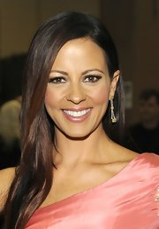Sara Evans showed off her luscious locks in a long straight cut backstage at the Country Music Awards.