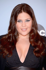 Hillary Scott attended the CMA Awards wearing her hair in a pretty center-parted wavy 'do.