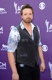 Randy Houser chose a velvet vest with paisley trim on the pockets to pair over his paisley button down.