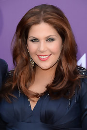 Hillary Scott's long layers framed her face and showed off her lovely pregnancy glow.