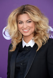 Tori Kelly added just a touch of shine to her beauty look with this nude gloss.