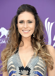 Kelleigh Bannen showed off her ombre highlights with a perfectly poofed half up, half down 'do.
