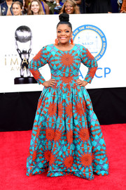 Yvette Nicole Brown brought plenty of graphic appeal to the NAACP Image Awards red carpet with this aqua and orange geometric-print gown by Ofuure.