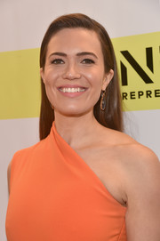Mandy Moore went for simple elegance with this loose straight hairstyle at the NAACP Image Awards.