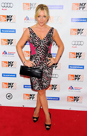 Jane Krakowski carried a chic black rectangular clutch.