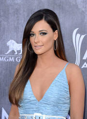 Kacey Musgraves attended the ACM Awards wearing a long straight 'do. The teased crown added a mildly retro touch.