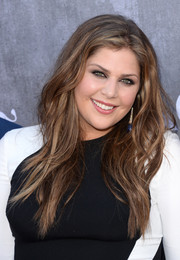 Hillary Scott went for an edgy vibe with this tousled wavy 'do during the ACM Awards.