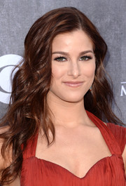 Cassadee Pope looked gorgeous at the ACM Awards wearing this tousled wavy 'do.