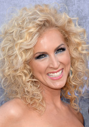 Kimberly Schlapman stuck to her customary tight curls when she attended the ACM Awards.