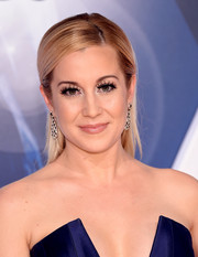 Kellie Pickler kept it fuss-free with this straight, half-up hairstyle at the CMA Awards.