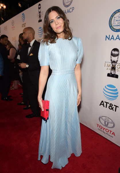 Mandy Moore injected a bolder pop of color with a red box clutch by Edie Parker.