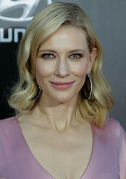 Cate wore her hair in loose tousled waves.