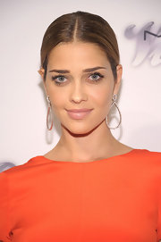 Ana Beatriz Barros kept it sleek and simple with a center-parted ponytail.