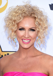 Kimberly Schlapman wore her signature blonde curls pinned up during the Academy of Country Music Awards.