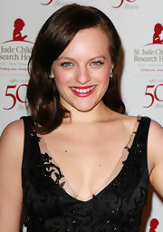 Elizabeth Moss wore an iridescent fuchsia lipstick at the 50th anniversary celebration for St. Jude Children's Research Hospital.